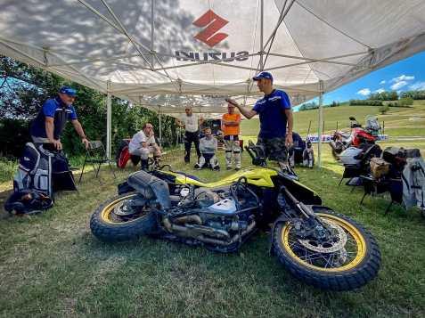 suzuki-v-strom-academy-sollevamento-moto