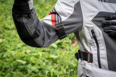 abbigliamento-moto-viaggio-estivo-giacca-clover-ventouring-3-regolazione-fianchi