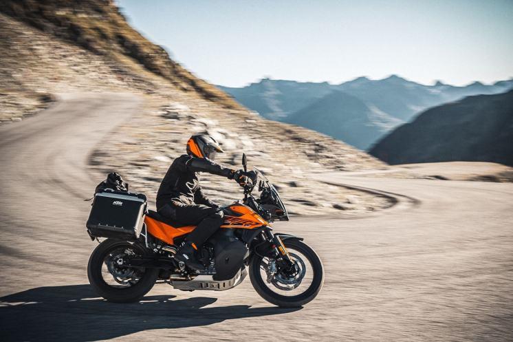 la guida come legare i bagagli sulla moto