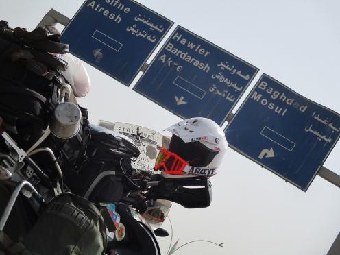 viaggio-in-moto-in-iraq-segnaletica locale