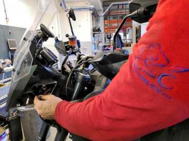 tomtom-rider-550-montaggio-moto