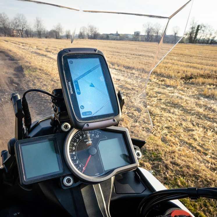 tomtom-rider-550-prova-uso-in-verticale