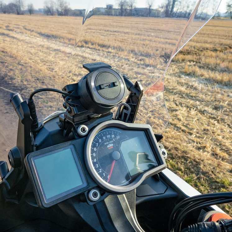tomtom-rider-550-recensione-uso-in-moto