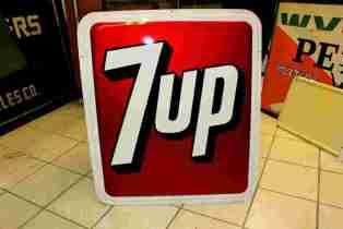 Vintage Tin sign - 7 UP Tin Sign