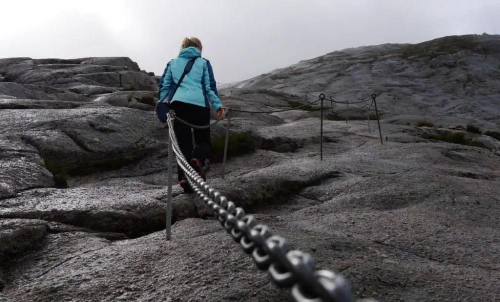 Kjeragbolten | Kampf durch Nebel und Regen