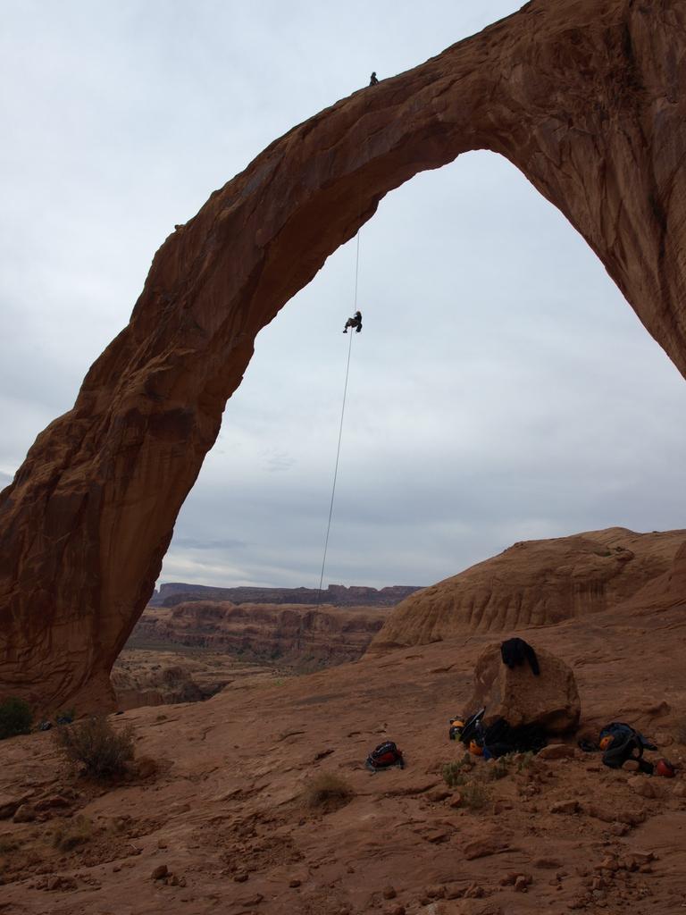 Cristina Amat Rappelling Corona Arch Corona Arch Moab