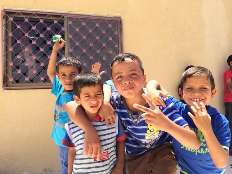 Die Kinder freuen sich - wir uns auch - helfen kann so einfach sein!