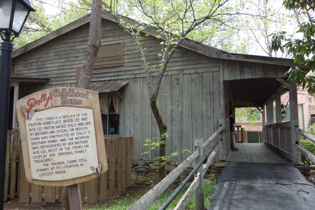 Dolly Parton39s Childhood Home Locust Ridge Tn Dolly Parton In