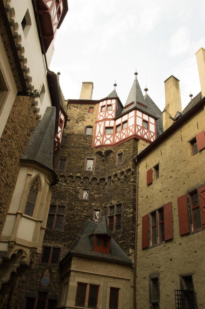 Eltz-Burg-Castle-Germany-courtyard