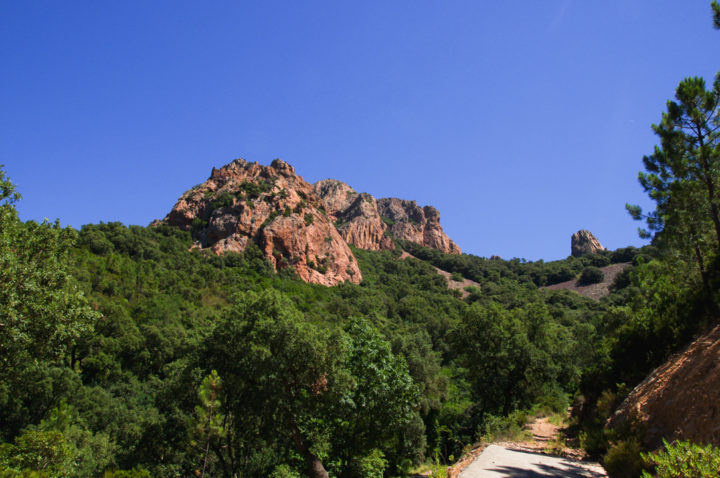Hikin in the Esterel massif, France - Learn more on roadtripsaroundtheworld.com