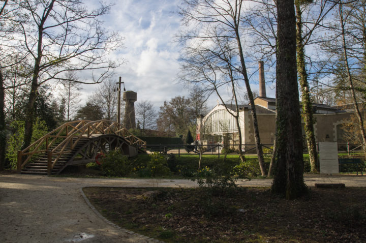 Leonardo da Vinci Drawbridge in the park of the Clos Lucé, France - Find out more on roadtripsaroundtheworld.com