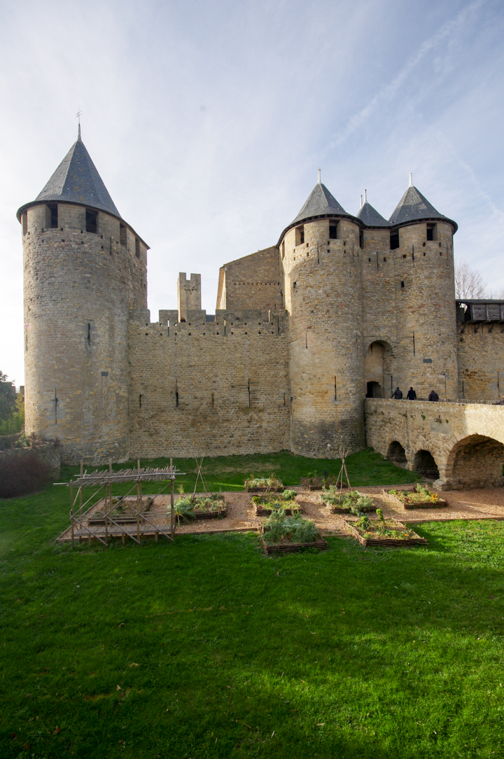 The entrance of the castle of the COunts in Carcassonne - learn more on roadtripsaroundtheworld.com