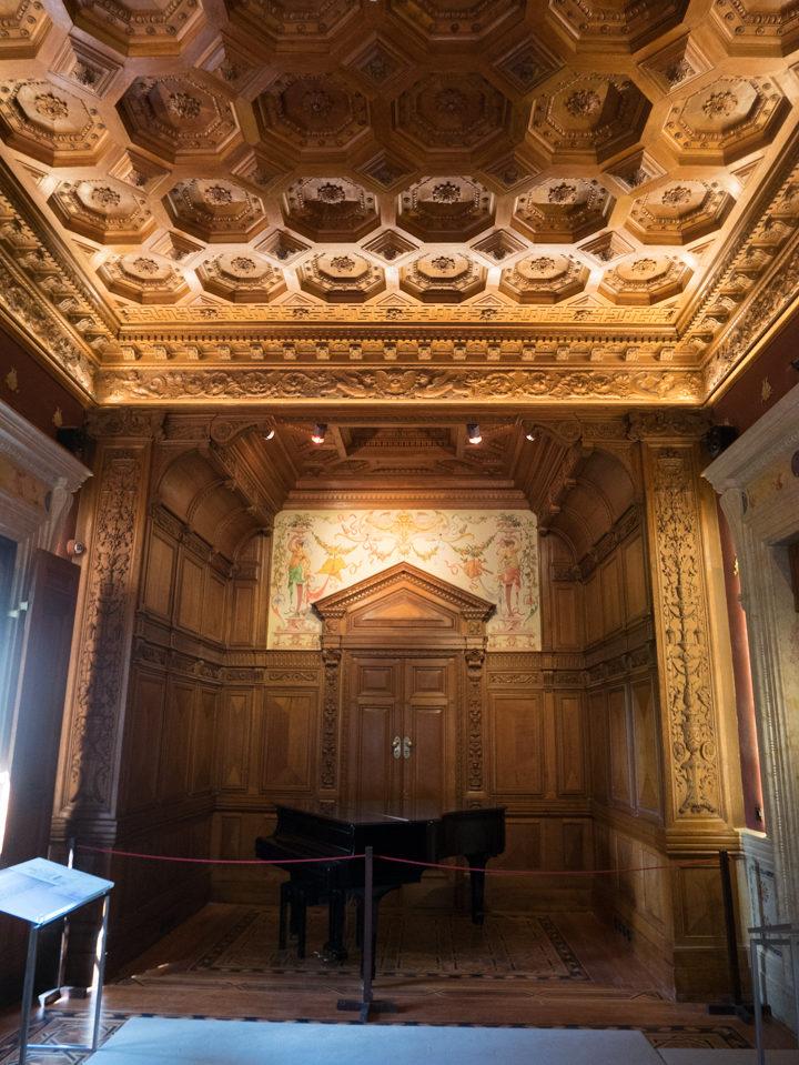 The Renaissance Hall of the Quinta da Regaleira Palace - Portugal - Learn more on RoadTripsaroundtheWorld.com