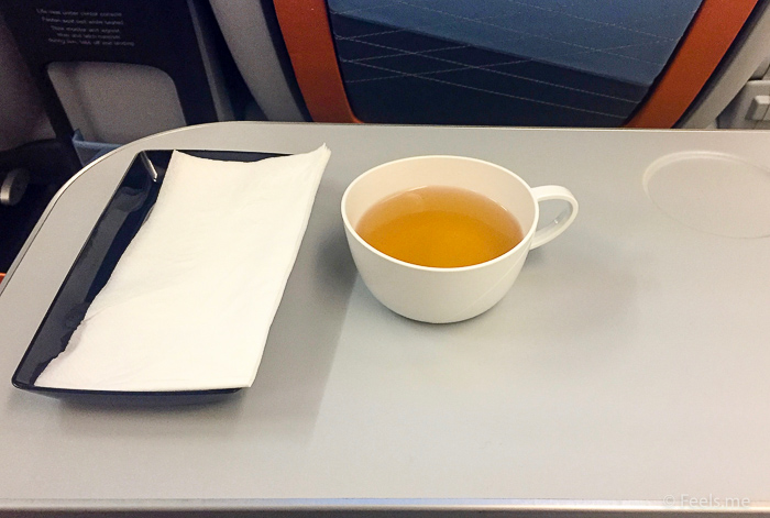 Singapore Airlines PVG SIN Premium Economy Green tea before nap