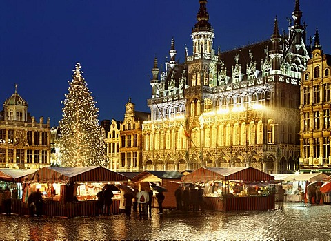 Night shot, Maison du Roi and Christmas market, Grand-Place or Grote Markt square, Unesco World Heritage Site, Brussels, Belgium, Europe