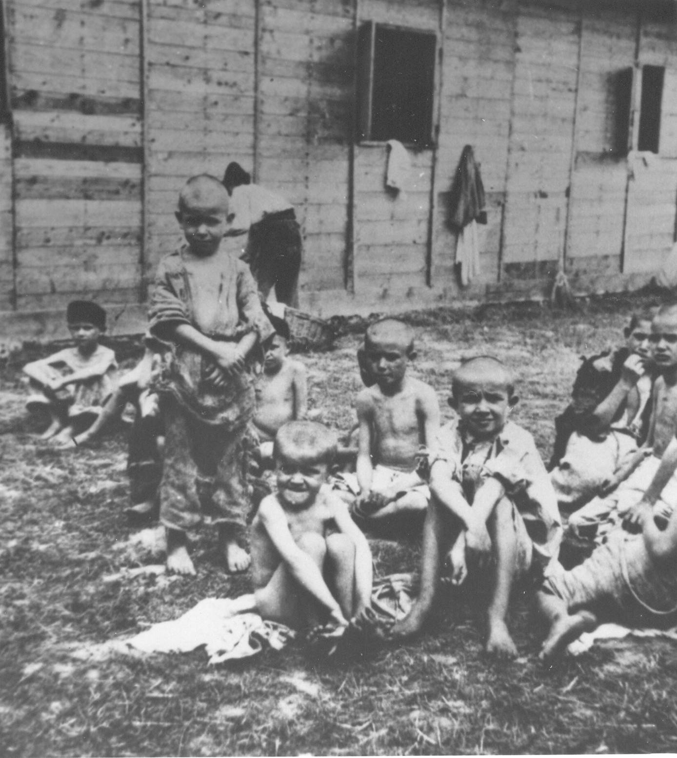 Children_in_Sisak_concentration_camp