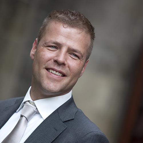 Robert Makker - Een commerciële en resultaatgerichte allround marketing communicatie professional met ruime ervaring in projectmanagement, marketing en verkoop.