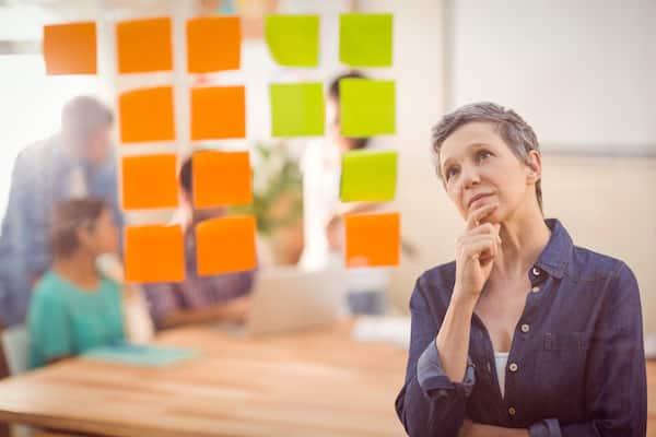Para os pequenos escritórios de contabilidade o caminho é se fortalecerem atuando em parceria, seja prospectando em conjunto em segmentos estratégicos ou aderindo ao modelo de franquia.