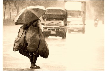 Braun, M. (2006). The Woman in the Rain. Deviant Art, Bangkok, Tailandia. Recuperado el 8 de Marzo de 2016, de http://nxxos.deviantart.com/art/The-Woman-in-the-Rain-43680292