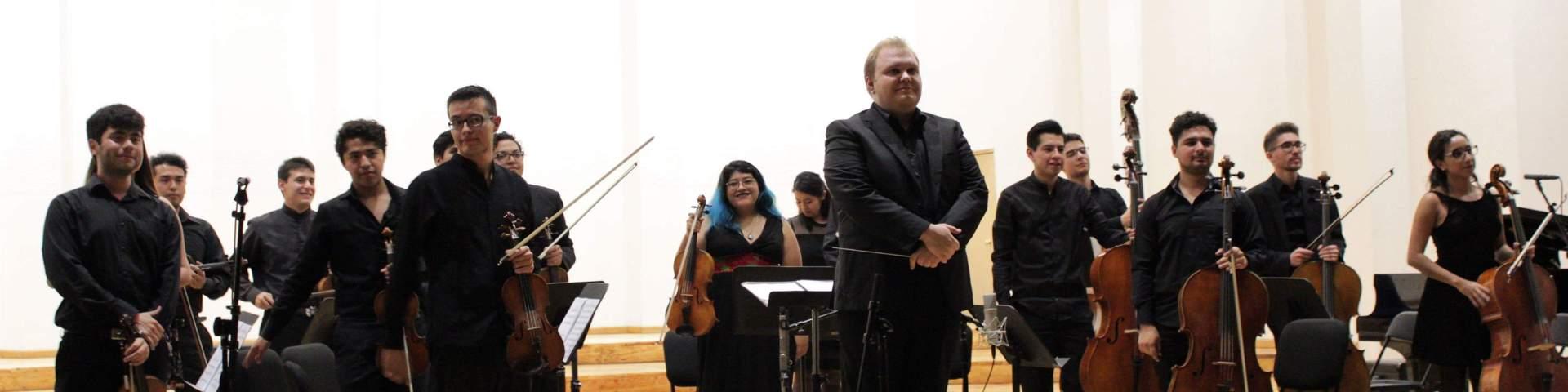 Colectivo Musas Divus Trinus durante el recital para orquesta de cuerdas BarrocoN-Tempo