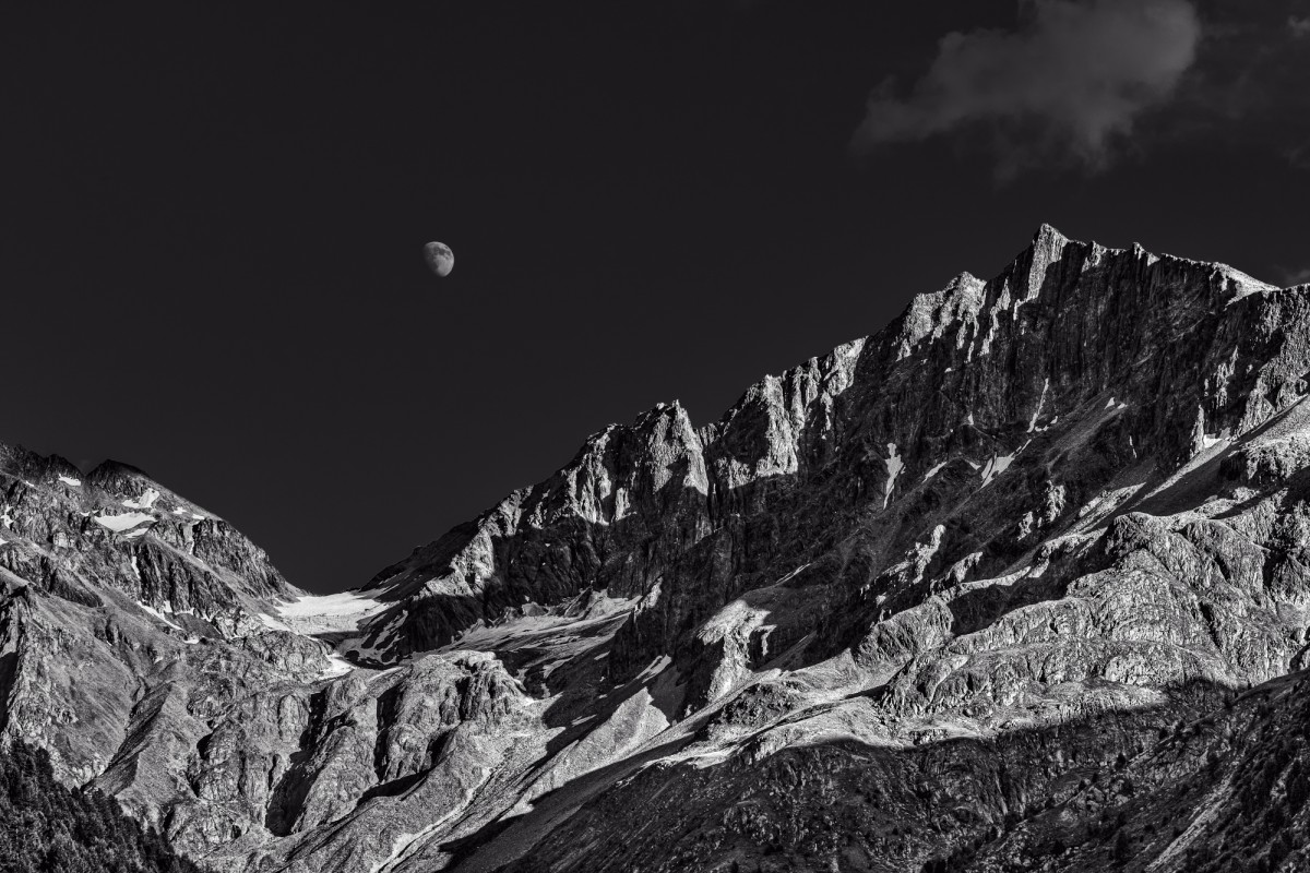 moon over paradisino peak
