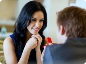 Giovani donne  temono di sbagliare nell'approccio affettuoso con gli uomini