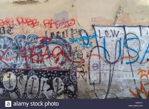 Il vandalismo sui muri delle città