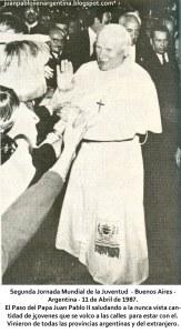 Juan Pablo II en argentina jornada mundial de la juventud el papa saluda