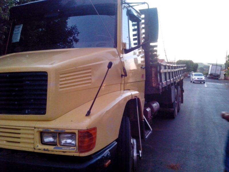 Caminhão amarelo