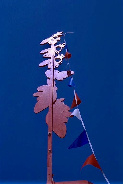 Meeting point, afspreken, artdate, Vlaggenmast, Kwakoe festival, amsterdam oost, SJA, Stedelijk Jongerenwerk Amsterdam, beeld, buitenbeeld, meetingpoint Robert Pennekamp