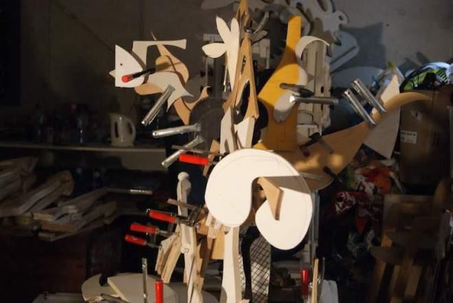 one day installation, sociale, svb, verzekeringsbank, beeld, hout, recycle, duurzaam, gevonden, entree, kantoor, gang, robert, pennekamp, robertpennekamp, expositie, kunst, kunstenaar, zaanstad, zaandam, handleiding, samenwerking, mogelijkheden, mogelijkheid, brainstorm, zaal, interieur, vormen, puzzel,