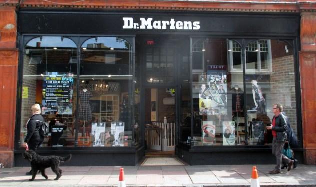 Toko Dr. Martens di Brighton. Koleksinya ngga kalah dengan yang di Covent Garden, London.