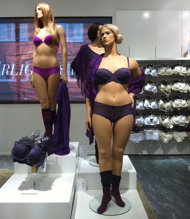 Mannequin di department store Åhlens di Swedia. Sumber foto.