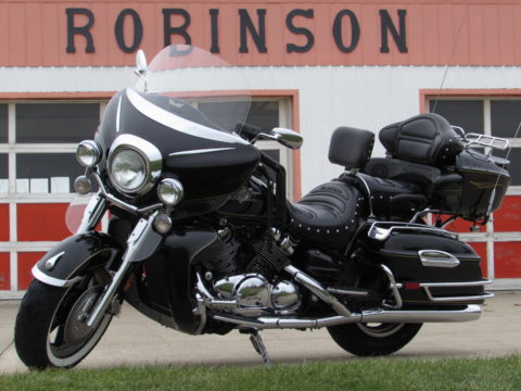 2006 Yamaha Royal Star Midnight Venture   Midnight - $4,950 or $22 week - Comfort and Class