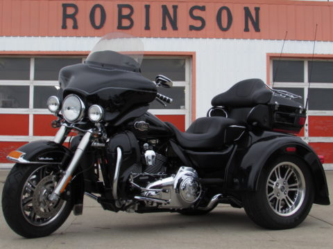 2010 Harley-Davidson Tri Glide FLHTCUTG   - Low 11,200 miles - Low Weekly payments - Canada Wide Shipping