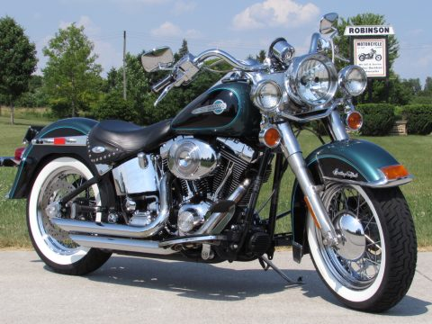 2002 Harley-Davidson Heritage Softail Classic FLSTC   - 2 Local Owners - Low 16,300 KM - Suede Green Pearl / vivid Black