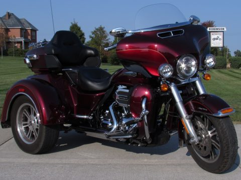 2016 Harley-Davidson Tri Glide FLHTCUTG   - $8,000 in Options - Legend Air Ride Suspension and Full Stage 1 Exhaust