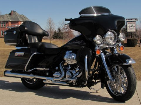 2010 Harley-Davidson Road King FLHR   - $14,000 in Customizing and Options - ABS