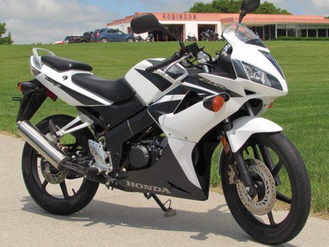 2008 Honda CBR 125R  - Easy Light Handling - Great Tires
