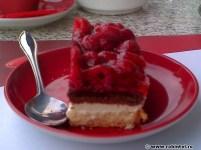 Prăjitură cu zmeură (http://www.robintel.ro/blog/frumos/meniul-de-la-omv-viva/)