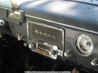 Radio vechi într-o limuzină Volga