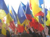 Mare de steaguri tricolore la un protest din Chișinău