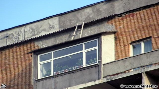 Test de acuitate vizuală. Răspunsul: două scări deasupra plafonului unui balcon închis la etajul 10.