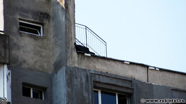 Mi s-a părut interesant: o scară pe un acoperiș, la etajul zece