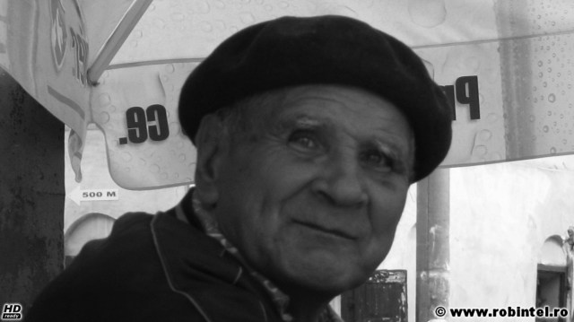 Între dezamăgire și speranță, un chip complet, complex și misterios, cu un zâmbet amar și fad, al unui bătrân ce aștepta trecerea timpului la Roșia Montană