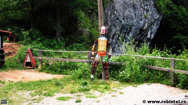 Un robot din deșeuri de plastic, de la Petroaqua