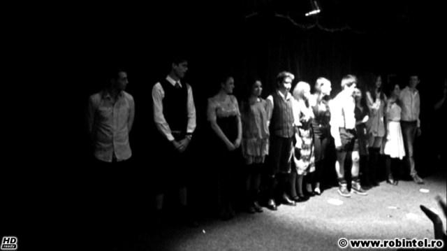 La finalul piesei de teatru despre păcat, pasiune, sex și consecințe Deșteptarea primăverii de Frank Wedekin, regia Tiberiu Roșu