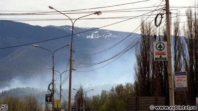 Incendiu de vegetație pe un deal de lângă Petroșani de sfânta zi de Înviere