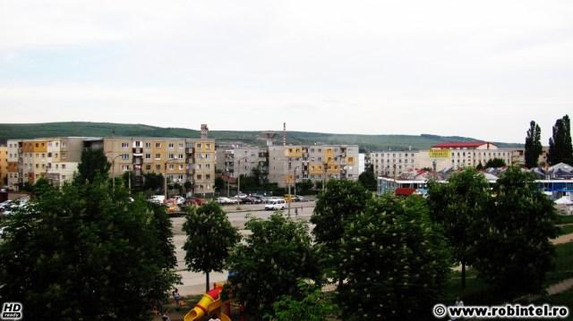 Adevărata Românie: blocuri pestrițe, re-izolate termic după cum l-a tăiat pe fiecare capul, în apropiere de Expo Transilvania (Cluj Napoca)