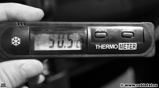Termometrul din mașină: 50,5 grade Celsius